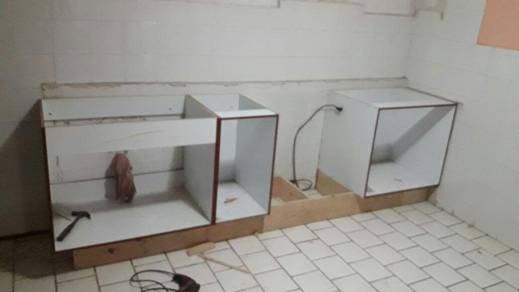 Instalación de gabinetes en cocina integral