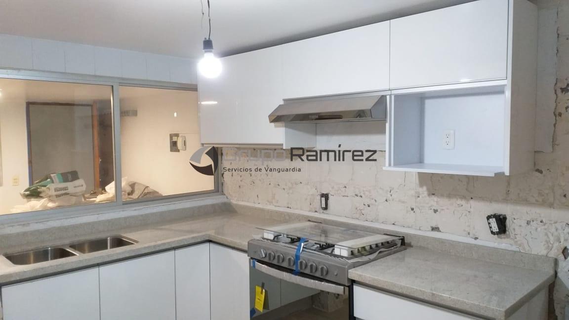 Cocina integral cubierta de granito