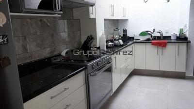 Cocina Integral Alto Brillo Arena y Granito Ala de Mosca en Tlalpan