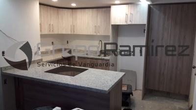 Cocina Integral melamina Roble Santana y Encino Polar, cubierta en granito Blanco Nevada