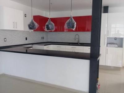 Cocina Integral en Atizapán de Zaragoza, Alto Brillo Rojo, Cubierta de Cuarzo